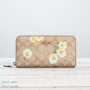 NWT Coach Accordion Zip Wallet with Daisy Print